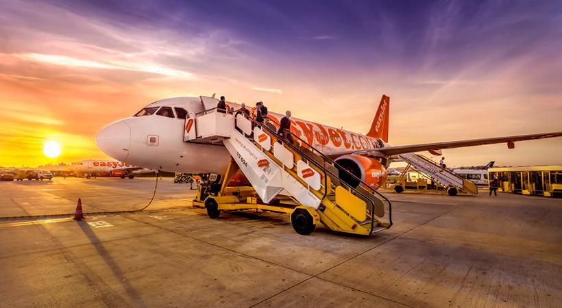 самолет в аэропорту Лиссабона
