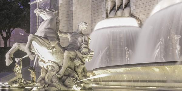 Монументальный светящийся фонтан