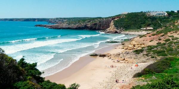 Пляж Завиал